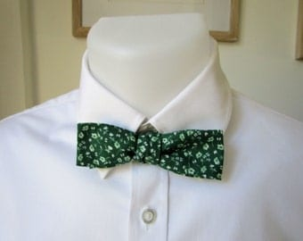 Mens Skinny Bowtie.  A lovely self-tie bow tie in a green and white cotton fabric.   Ships Worldwide from France by Strictly Bow Ties.