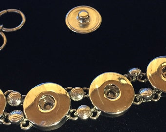 5 Snap Interchangeable Snappy Chicks Metal bracelet with toggle clasp.