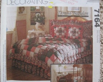 UNCUT Home Decorating - Donna Babylon - Biscuit Quilt, Dust Ruffle, Pillow Shams and Throw Pillow - McCalls Pattern 7164