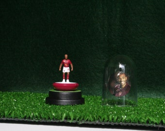 Thierry Henry (Arsenal) - Hand-painted Subbuteo figure housed in plastic dome.