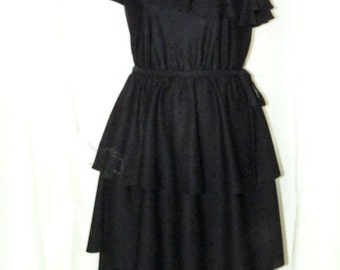 Size 10/11 1980s One Shoulder Black Tiered Polyester Ruffle Dress Knee Length