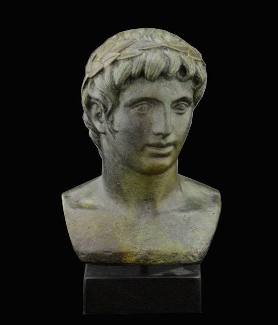 apollon buste ancien dieu grec de la lumi re le soleil. Black Bedroom Furniture Sets. Home Design Ideas