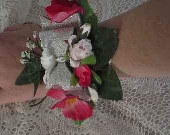 Bracelet corsage for wedding or prom, a flowered bracelet with pretty sparkling buckle.