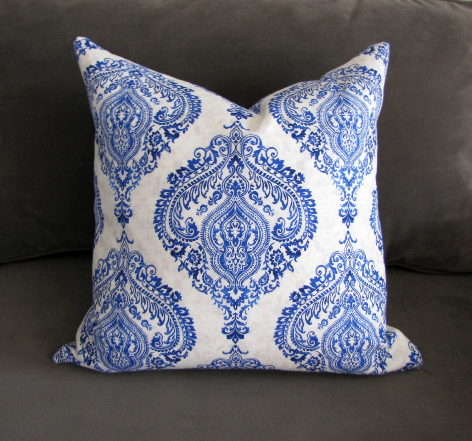 blue and white throw pillow iinen sofa pillow damask print. Black Bedroom Furniture Sets. Home Design Ideas