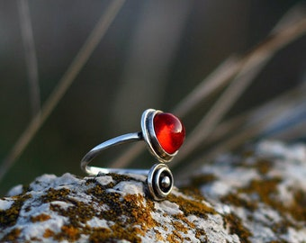 Silver ring with red glass cabochon - Red glass orbit ring