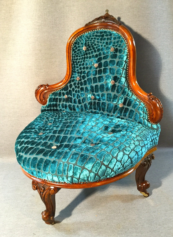 Carved Walnut Bedroom Salon Foyer Corner Chair by
