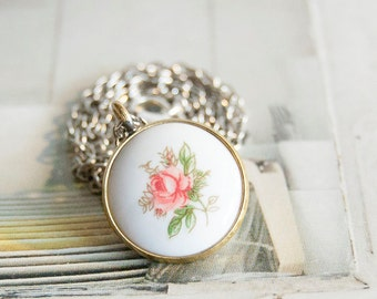 Wild rose - necklace with vintage glass cabochon
