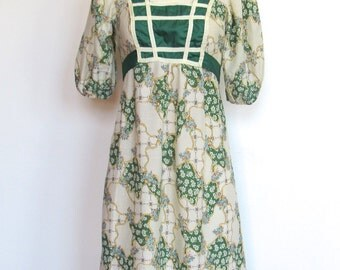 Vintage 1970s Bohemian / Hippie Babydoll Dress / Floral Print / Empire Waist / 70s Festival Dress