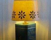 Advertising tin table lamp with decoupage shade - Elton & Co.