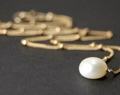 Single pearl necklace in 14k gold filled, delicate pearl necklace - Lillia