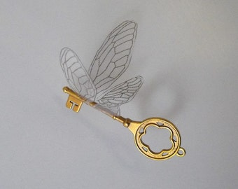 Flying winged key with large wings in shiny brass - SRBLP