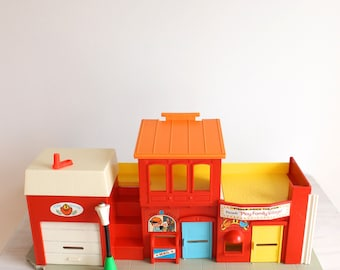 Vintage Fisher Price Little People - Play Family Village
