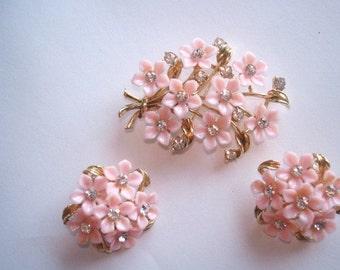 Pink Lucite Flower Brooch  Clip Earrings