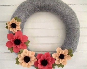 Spring wreath, felt flower wreath, peach & coral wreath, summer wreath, floral wreath, Mother's Day, yarn wrapped wreath, large wreath