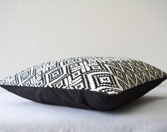 Black and White Kilim Pattern Jacquard Pillow Cover , Kilim Pattern Cushion , Black & White Pillow , Housewares , Throw Pillow