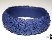 Floral filigree polymer clay bangle - Deep blue bold flowers - polymer clay cuff with flowers - made in Israel