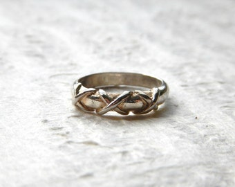 FLASH SALE Vintage Silver Plated Trellis Style Ring SIZE 6 / Romantic 1990s Thick Criss Cross Lattice Design, Simple Unique Wearable Jewelry