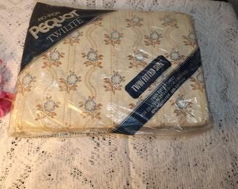 Twin fitted sheet.Pequot Twilite, no iron cotton bland/ Home decor. bedding.New old stock.Gift