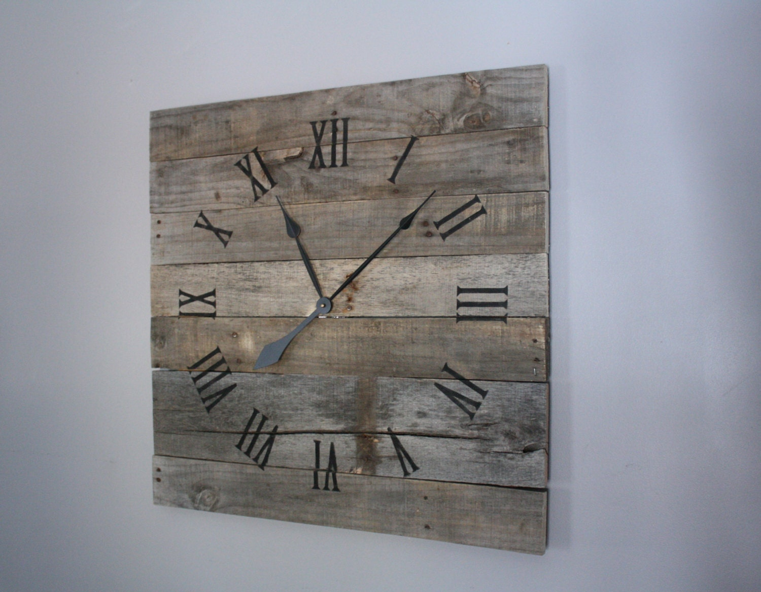 Reclaimed & Rustic Pallet Wood Clock. Gray wash. by terrafirma79