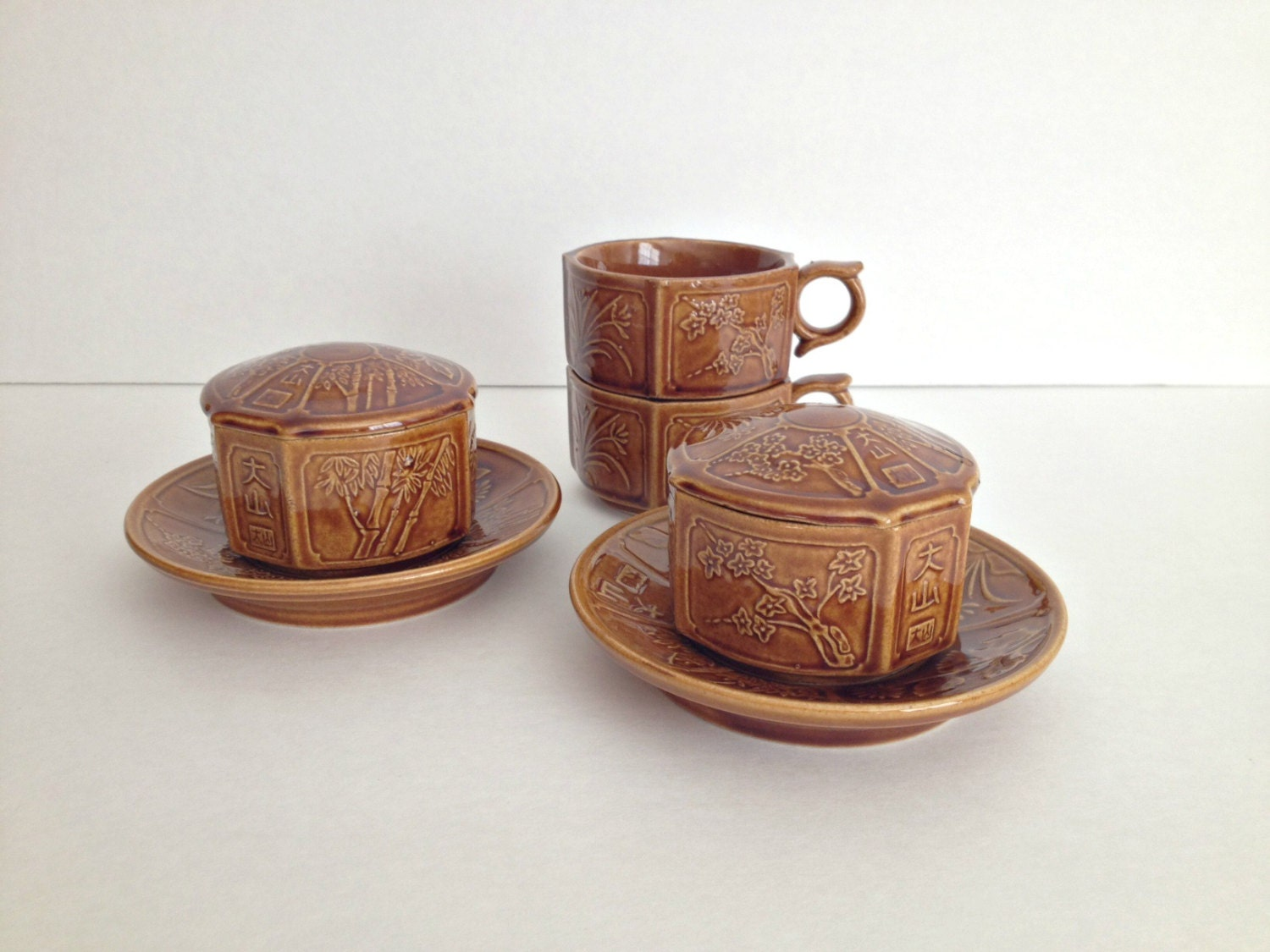 japanese tea cups with lids and saucers by vintage19something. Black Bedroom Furniture Sets. Home Design Ideas