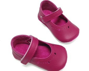 Handmade raspberry pink soft soled baby girl shoes.  Soft soled pre walker.  Baby girl Mary Jane.  Crib shoes.