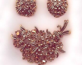 Signed Hollycraft Set Brooch Earrings 1954 Vintage Aurum Gold Rhinestones