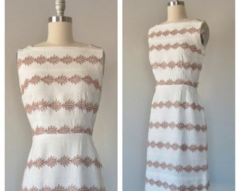 60s linen embroidered dress size small / vintage cotton shift dress
