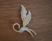 Vintage gold feathers brooch