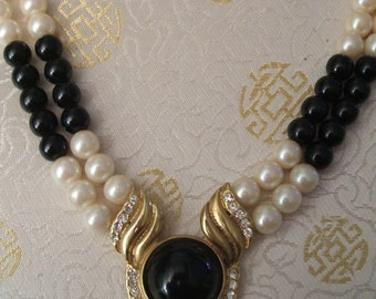 Vintage Necklace - 1980s Necklace - Black and White Necklace - Vintage Pearl Necklace - Faux Pearls - Black Beads - Rhinestones - 1980s