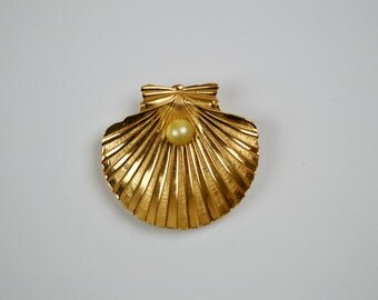 1970s Vintage Brooch byTrifari Gilt Oyster Shell with Pearl