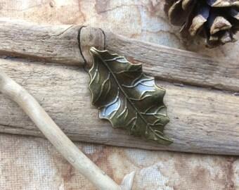 1x Leaf Pendant Charms, Antique Brass Pendants P161