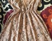 Large tan/black knee-length brunch dress!  Looks vintage!