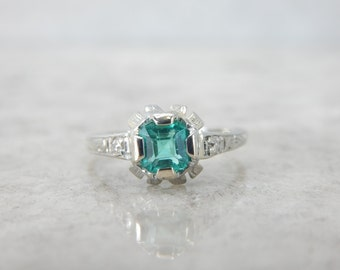 Late Art Deco Emerald Ring in White Gold VXQJDT-D