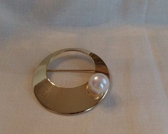 Sarah Coventry Space Age Pin 6342   Vintage, Golden, Faux Pearl