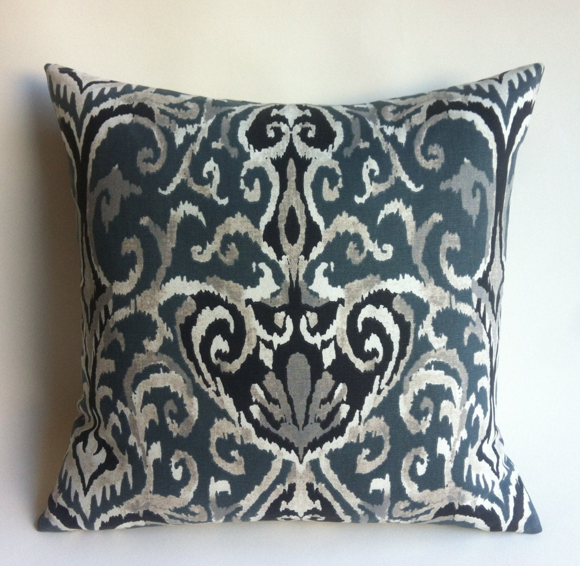 Decorative Pillows With Zippers : French Quarter Damask Decorative Zipper Pillow Cover 22x22