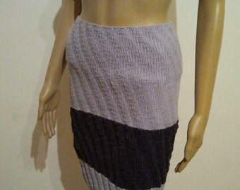 Knit skirt in bright and dark violet
