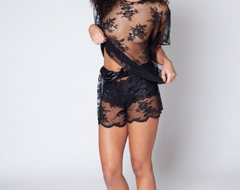 Handmade 'Barely There' Floral Lace Scalloped Shorties (Black/white)