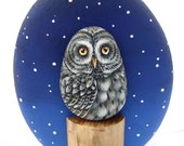 Great Grey Owl on a Trunk | A Unique Piece of Art