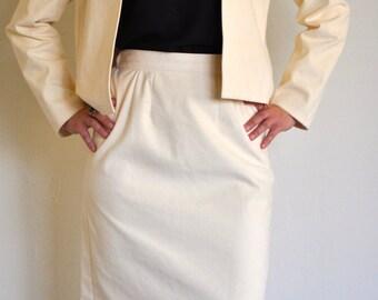 Vintage Ivory/white pencil skirt, Size 6, Retro inspired 50's, 60's, 70's, 80's, 90's