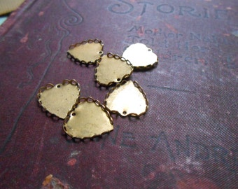 6 vintage brass heart setting charms - vintage old new stock brass jewelry making findings