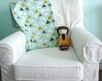 Modern Geometric Baby Quilt in Mint Triangles for Boy or Girl – Reversible