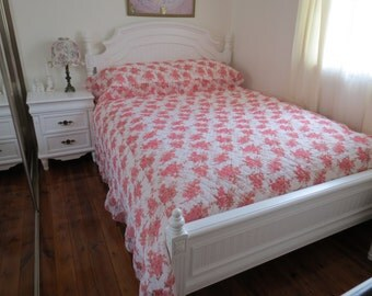 Vintage 50s 60s Mid Century Queen Size Pink and White Floral Frilly Bedspread
