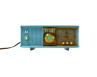 Vintage Turquoise Motorola AM Clock Radio, Mid Century Tube Radio, Vintage Turquoise Radio