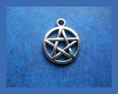 10 NICE Pentagram Charms in Silver Tone - C034