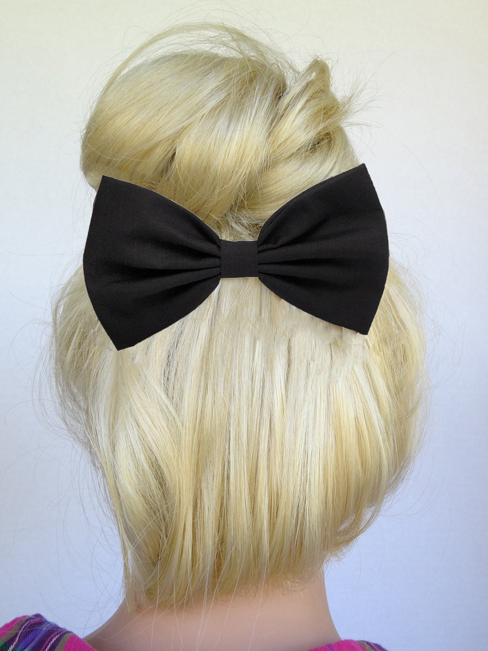 Apr 10,  · Well, that's what a lot of people say about bow hair but it really has to do with the coarseness of the hair. For a loose rule of thumb, black is more coarse than white but .