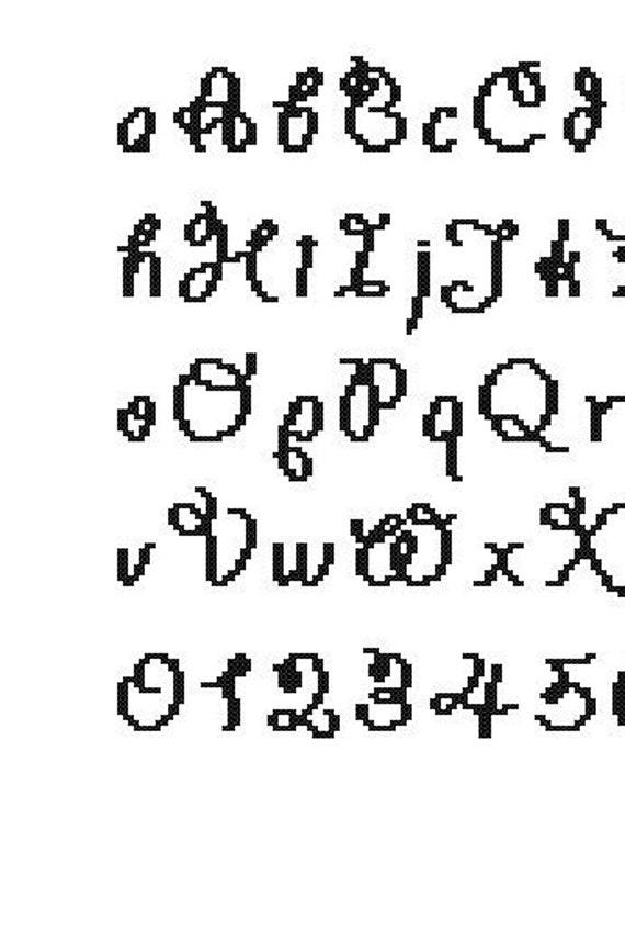 Schema punto croce alfabeto e numeri corsivo di for Alfabeto a punto croce per neonati