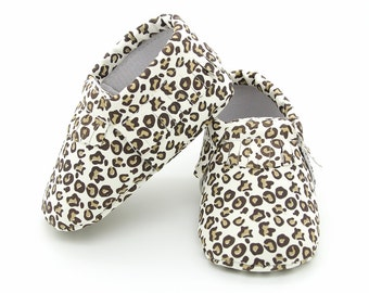 Baby Moccasins, Baby Cheetah Moccasin, Animal Print Moccasin, Baby Girl Shoes, Toddler Moccasins, Cheetah Baby Moccs, Baby Moccasins