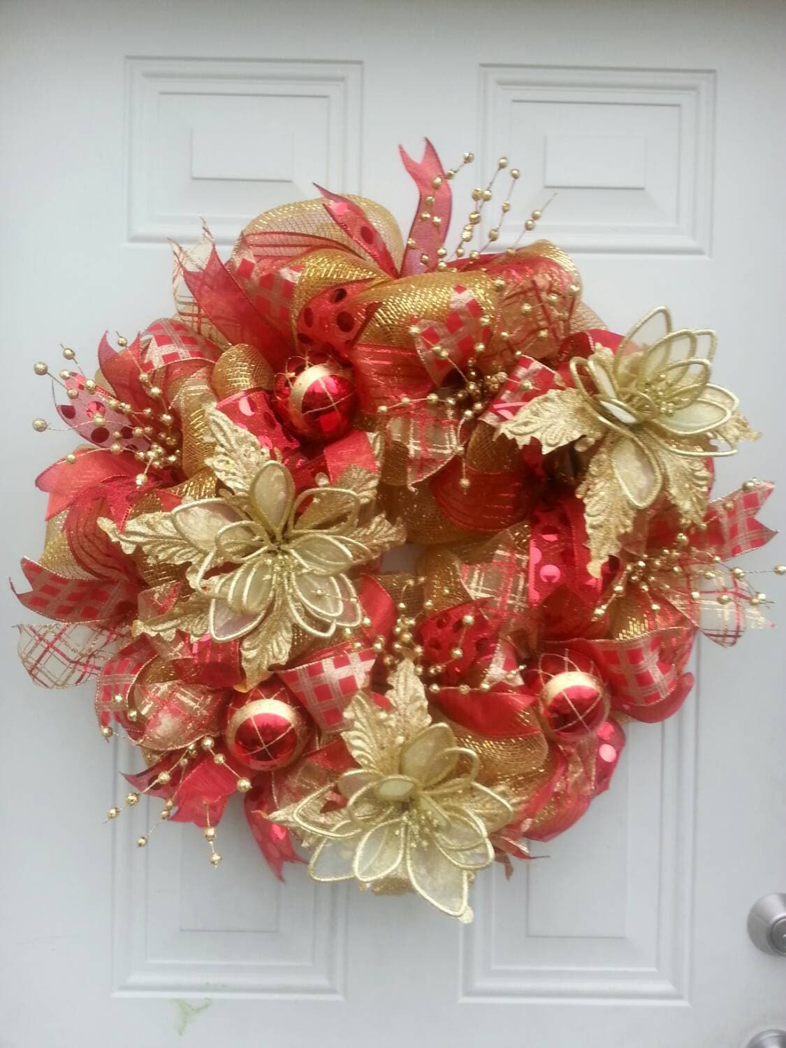 Red and gold deco mesh christmas wreath christmas decorations for Deco decorations