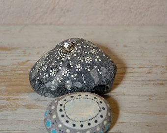 white hand painted stones - home decoration - gift ideas