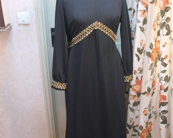 1970s black polyester dress with gold trim , large size Ref 122
